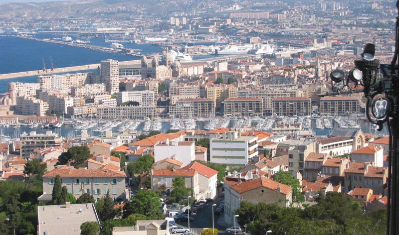 Personal Branding in the Digital Age: Francine Beleyi en Tournee A Marseille